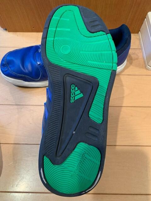 adidasスニーカー 23.5cm < ブランドの