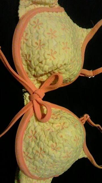 ビーチクイーン〓ポコポコフラワー花柄&リボンブラジャー型ワイヤービキニ水着〓ビタミンカラー < 女性ファッションの