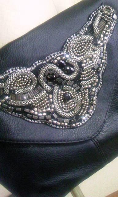 黒ビーズ刺繍ショルダーバック < 女性ファッションの